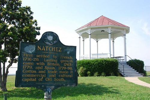 natchez-riverwalk