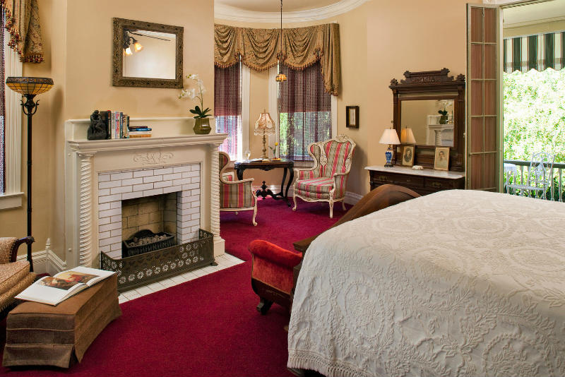Proposal Ideas: Romantic Gallery Suite at Devereaux Shields House