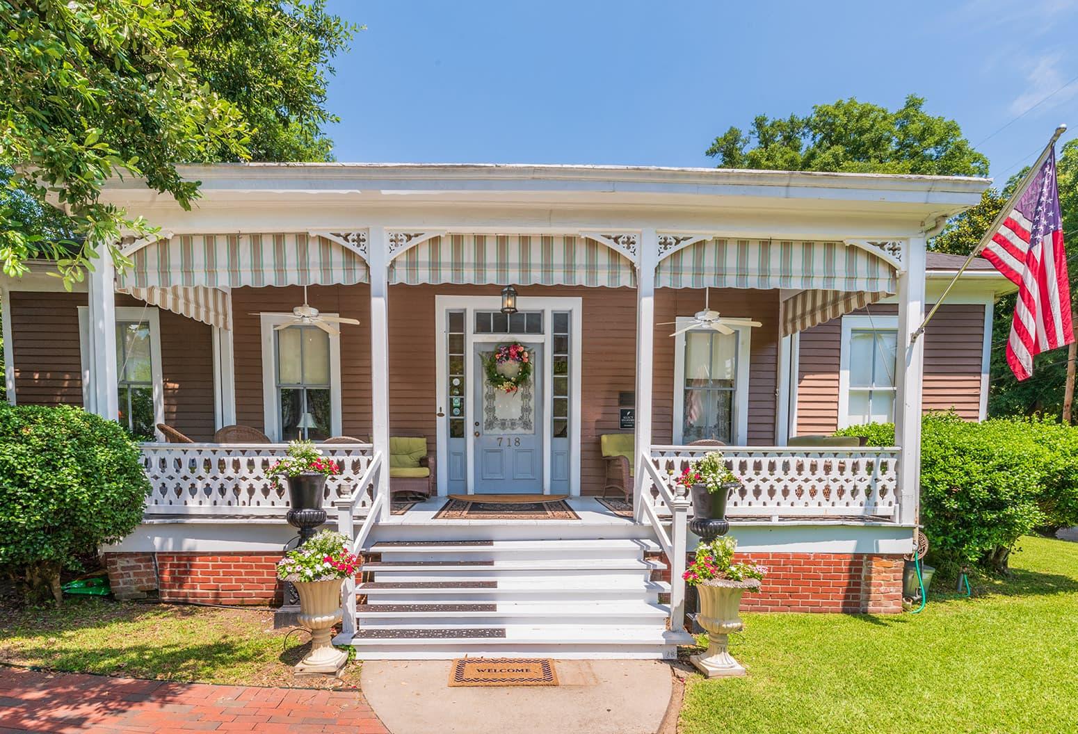 1873 Victorian Aunt Clara's Cottage