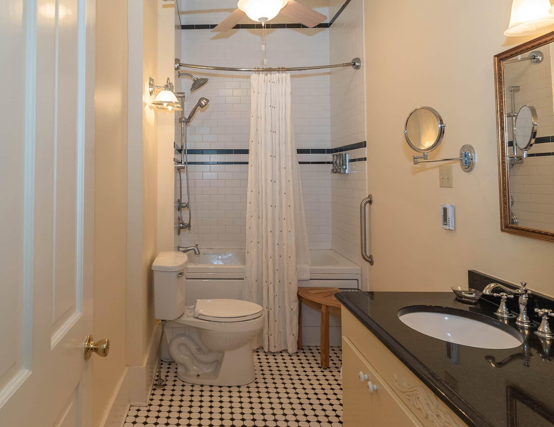 Elmo Room bathroom