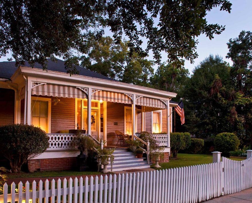 Aunt Clara's Cottage exterior view