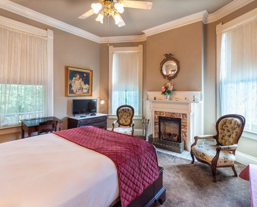 Gallery Suite queen room