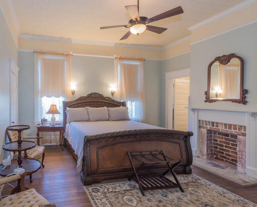 Robert Suite King Bed