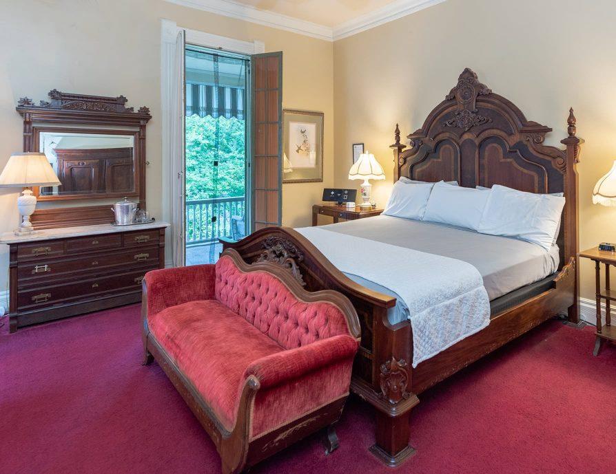 Gallery Suite king bedroom