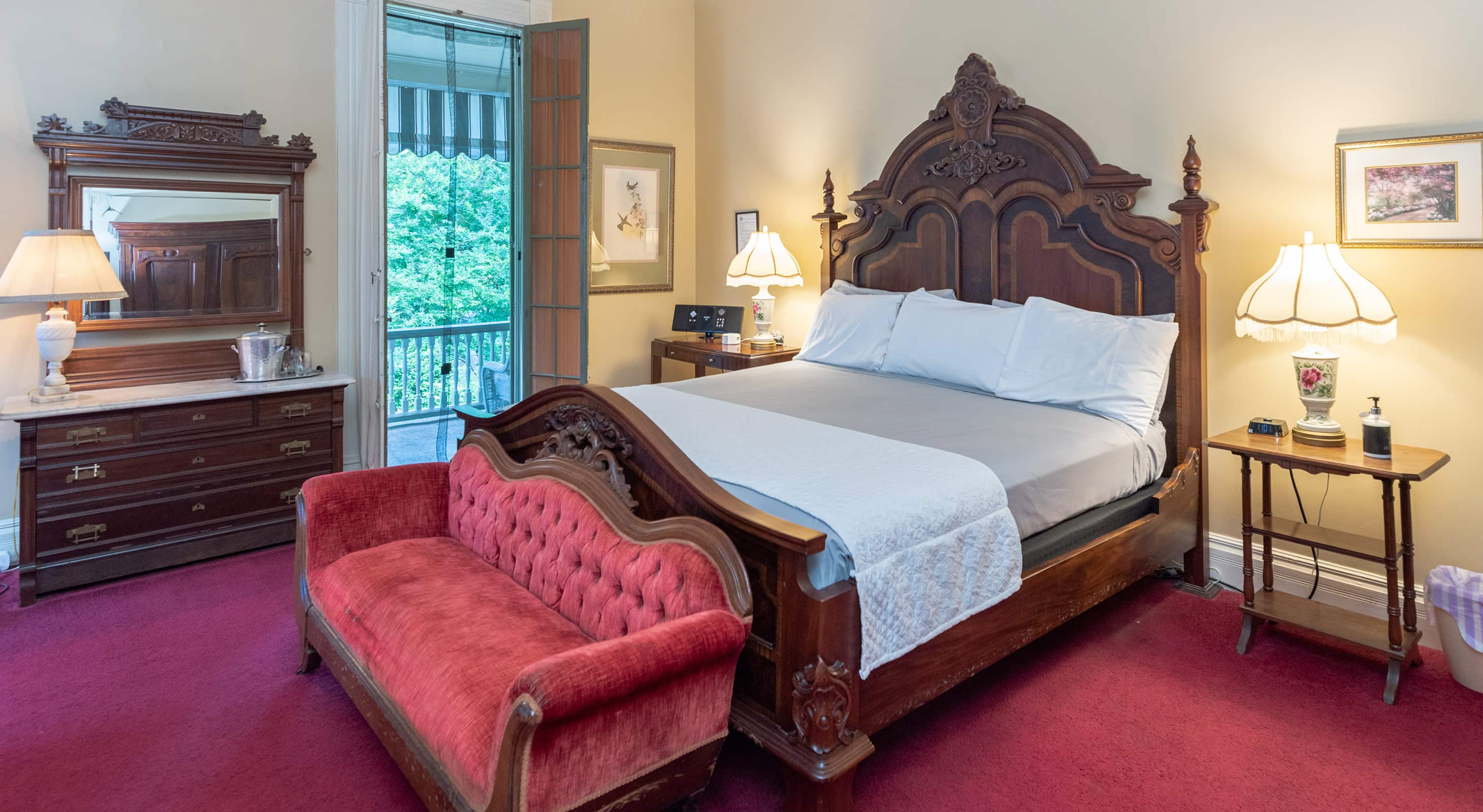 Gallery Suite king bed