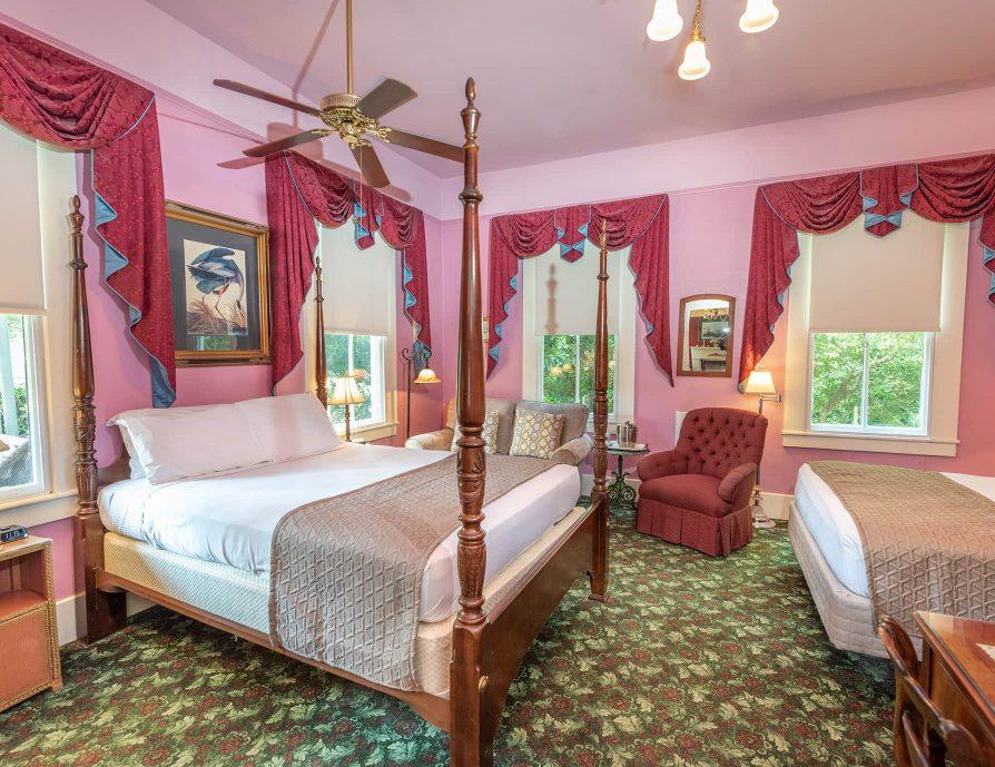 Louise Room queen beds