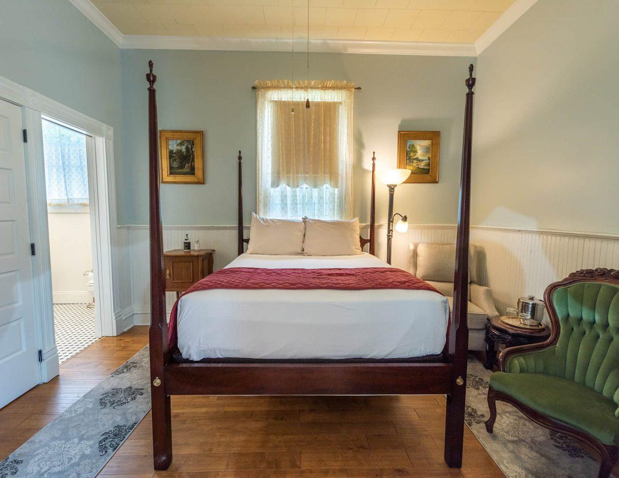 Michael Room queen bed
