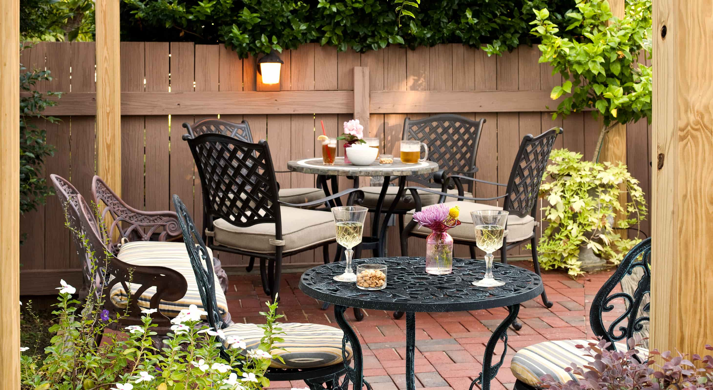 outdoor patio at our Mississippi boutique hotel