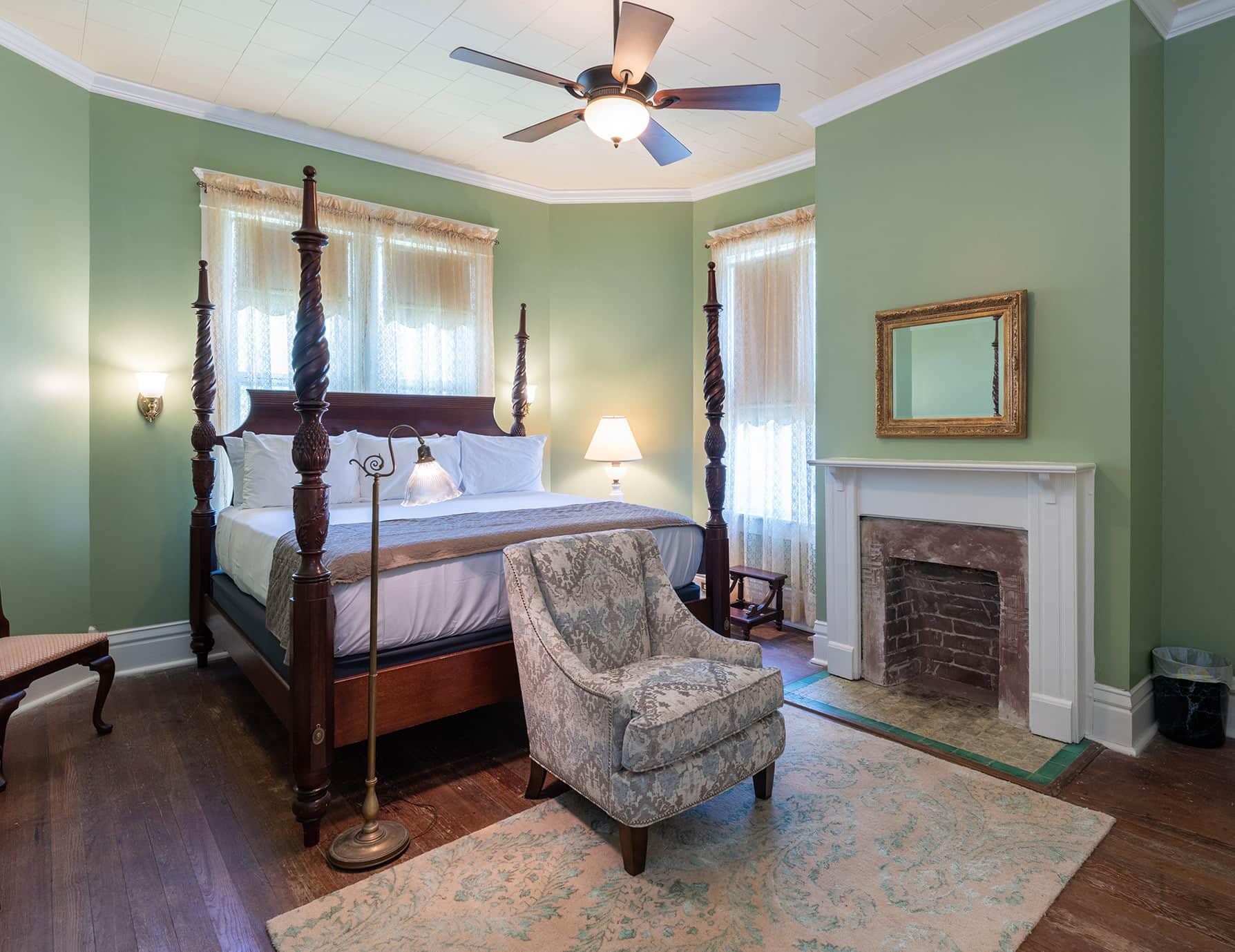 Robert Suite adjoining king bedroom