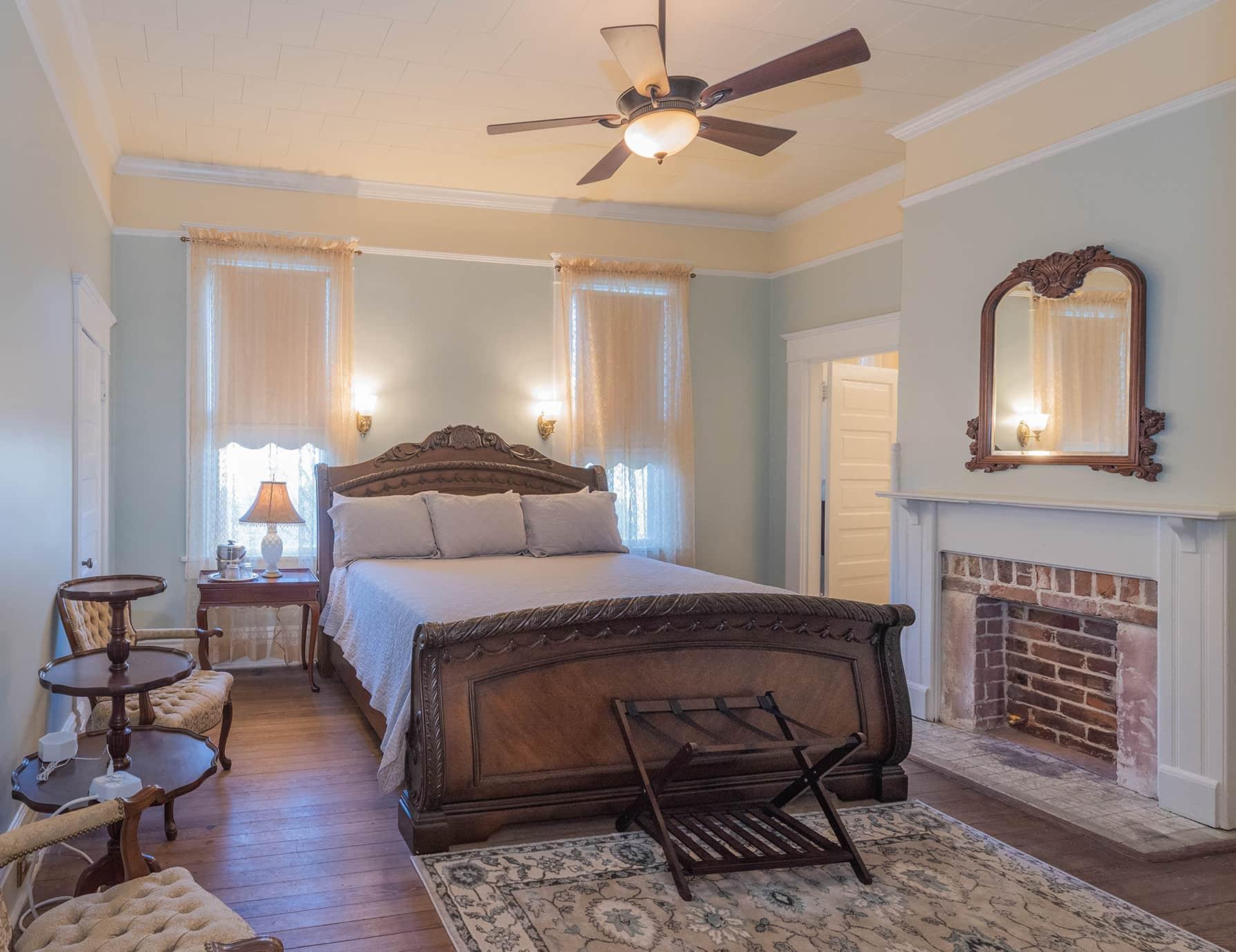 Rober Suite king bedroom