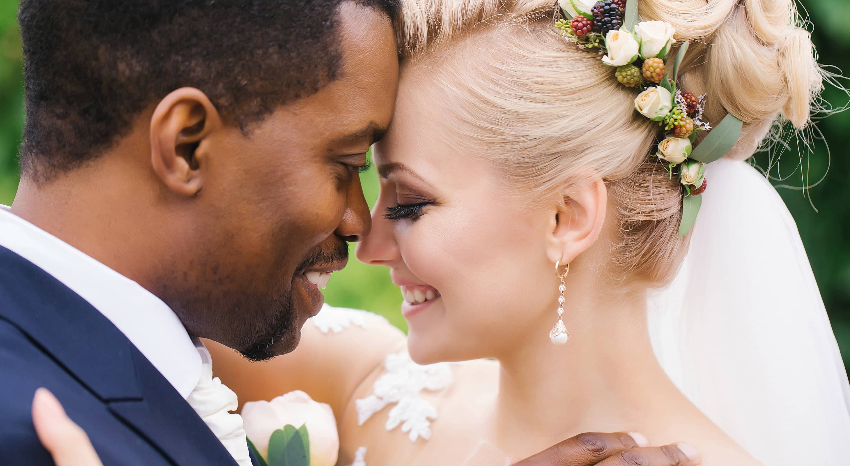 Newlywed couple on a Mississippi elopement