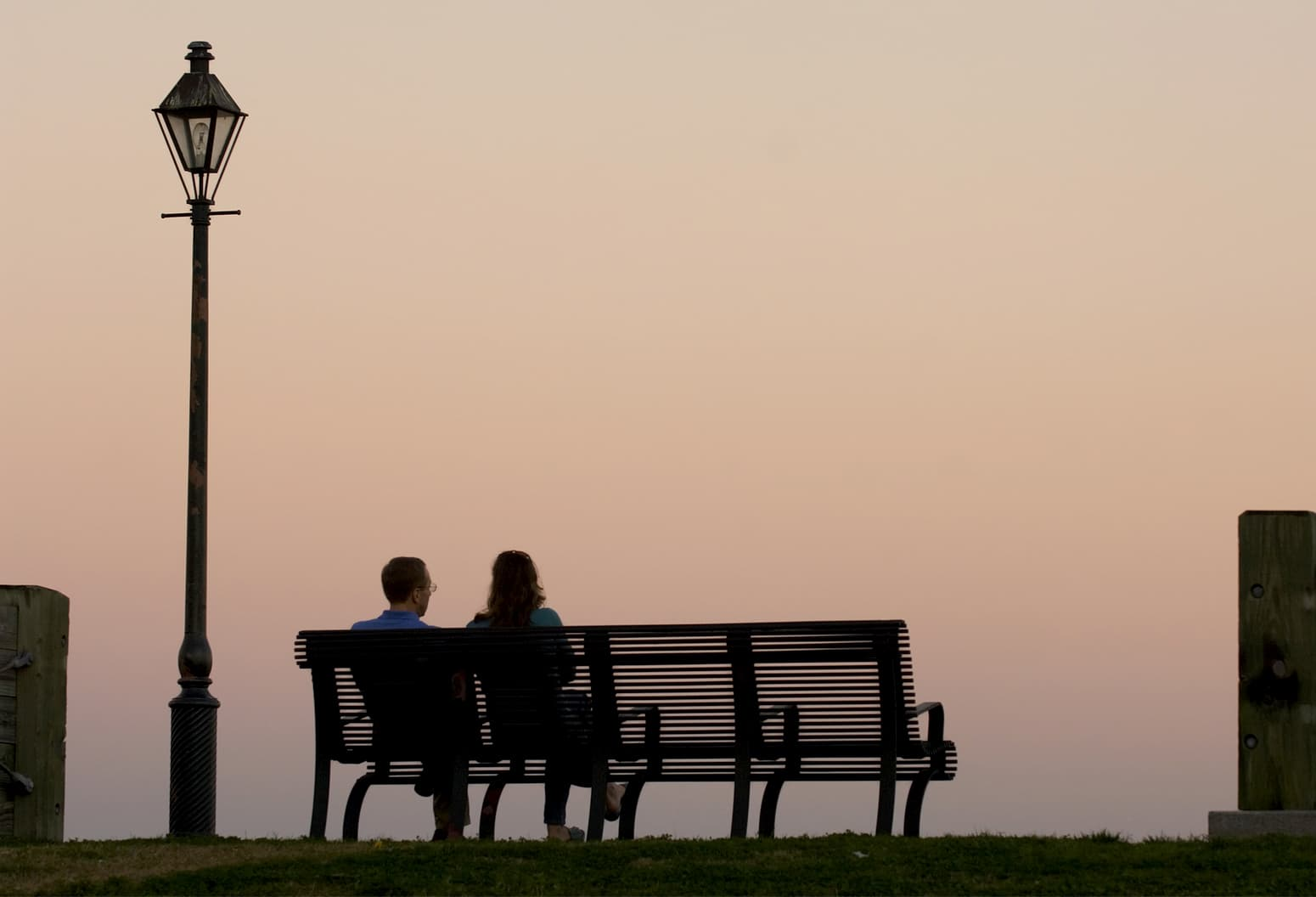 couple sitting on bench on the Mississippi River
